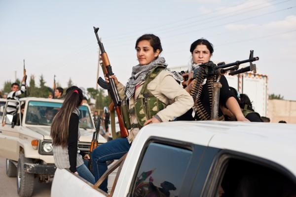 """Brigadas femeninas vinculadas a Al Qaeda, también conforman la """"guerra civil"""" contra el gobierno en Siria."""
