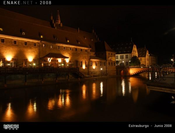 Estrasburgo de noche (de enake en internet)