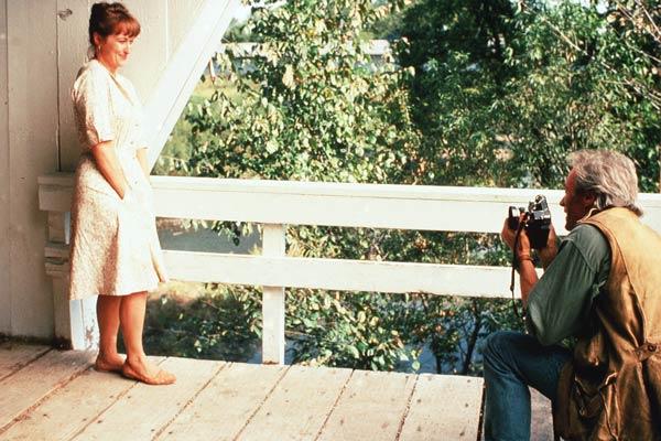 """Mery Streep y Clint Estwoodd en la que sigue siendo una de las mejores historias de amor del cine en el último cuatro de siglo: """"Los Puentes de Madison""""."""