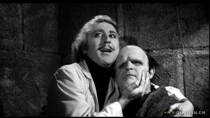 Gene Wilder, el Dr. Frankenstein, abraza a su criatura, Peter Boyle.