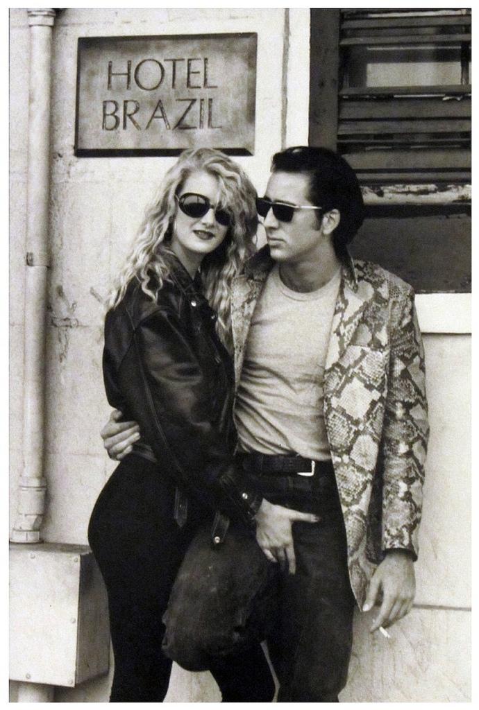 """Laura Dern y Nicolas Cage durante la filmación de """"Corazón salvaje"""", de david Lynch, en 1990."""