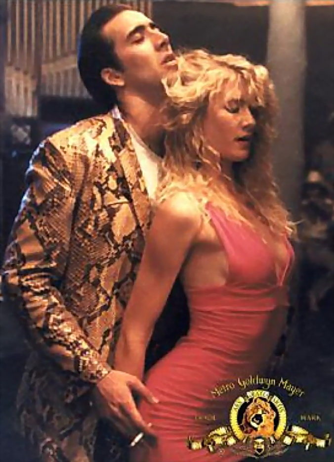 Ambos actores, Cage y Dern en 1990, en una imagen reconocible del filme de David Lynch.