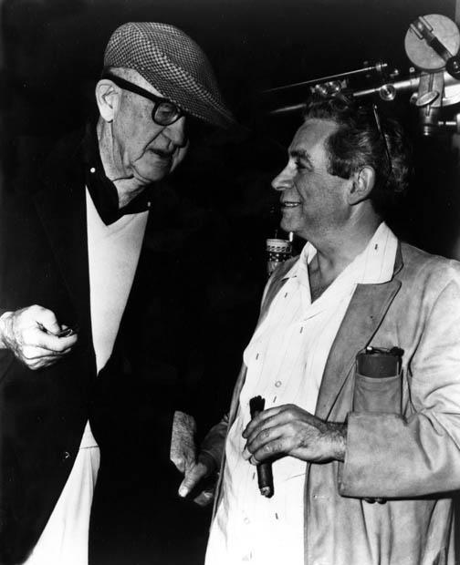 El inmenso John Ford -como Orson Welles, como Hitchcock, como Mournau- junto a Samuel Fuller, quien nunca escapar al encasillamiento de cine Clase B en que lo colocaron.
