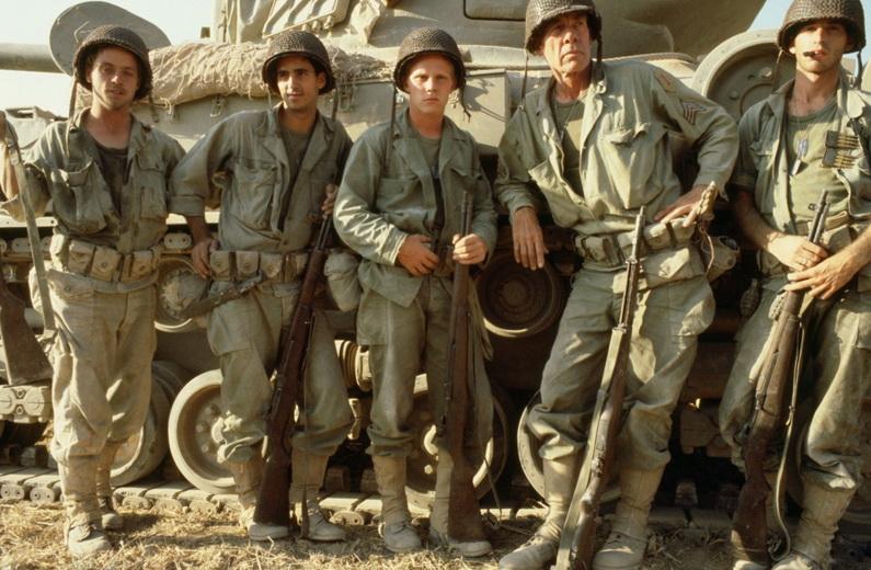 """Tributo a Samuel Fuller. Los personajes de """"Más allá del honor"""" (1980). El segundo a la derecha, más alto, el inmenso Lee Marvin."""