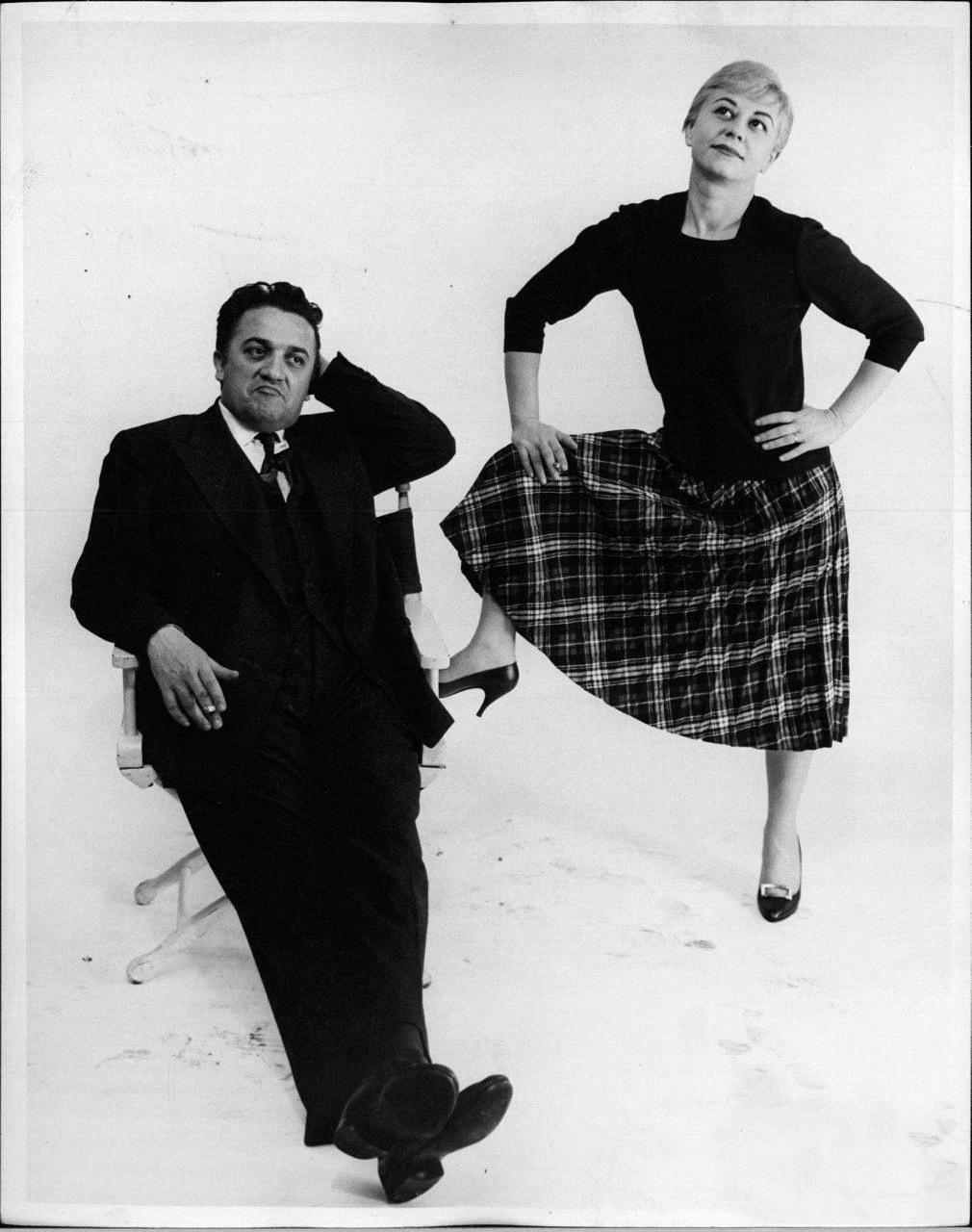 Fellini con Masina, en una de las típicas fotos que les gustaba sacarse a los dos.