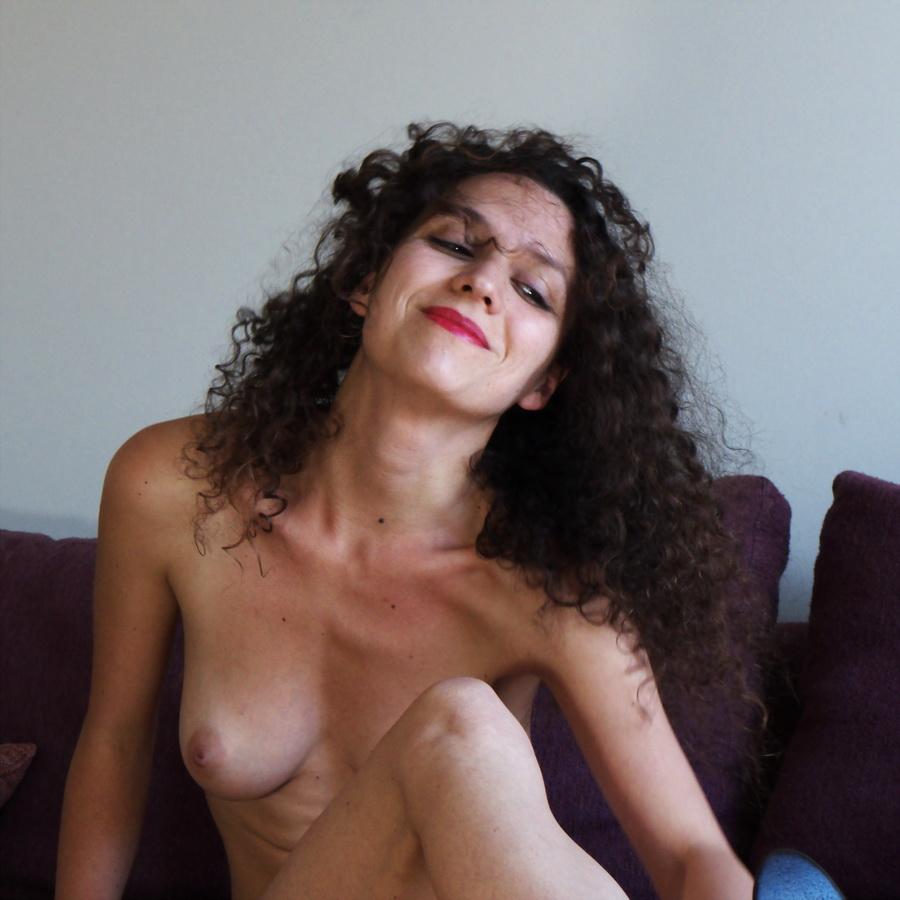 Amilcar Moretti. Milena, alsaciana. Domingo 22 de diciembre en Living Residense, apart hotel. Buenos Aires.