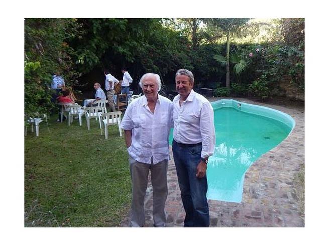 Julio Cobos y Fernando Ezequiel Solanas, en la quinta del último en Olivos. Hubo ya tres reuniones. (del diario Uno)