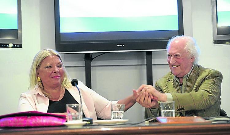 Sra. Elisa Carrió y Fernando Ezequiel Solanas. Foto de Néstor Sieira. Diario Clarín.