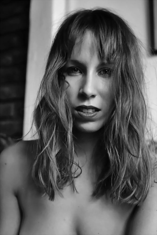 Amilcar Moretti. Martes 7 de enero 2014. Sesión de fotografia de desnudo en miércoles 8 de mayo de 2013, La Plata. Argentina.