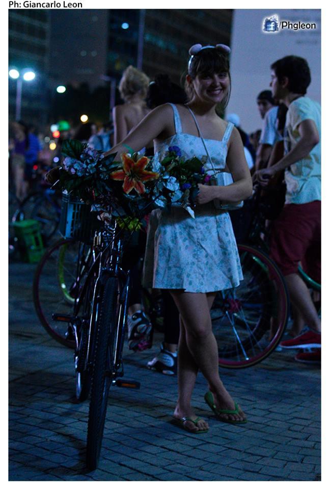 Chica bicicletera en Masa Crítica.