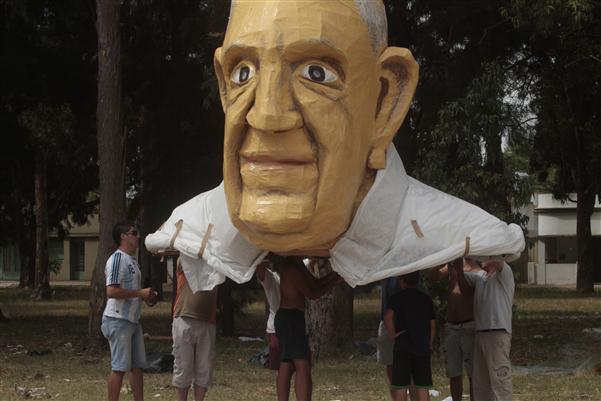 """""""Papa Francisco"""". Calles 69 y 120."""