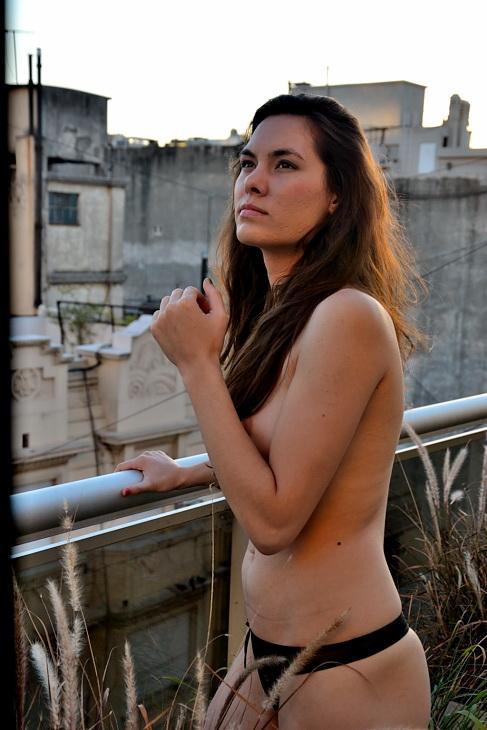 INDA MORENA. Por Amilcar Moretti. Noveno piso en Callao y Viamonete, suite departamento. Buenos Aires.