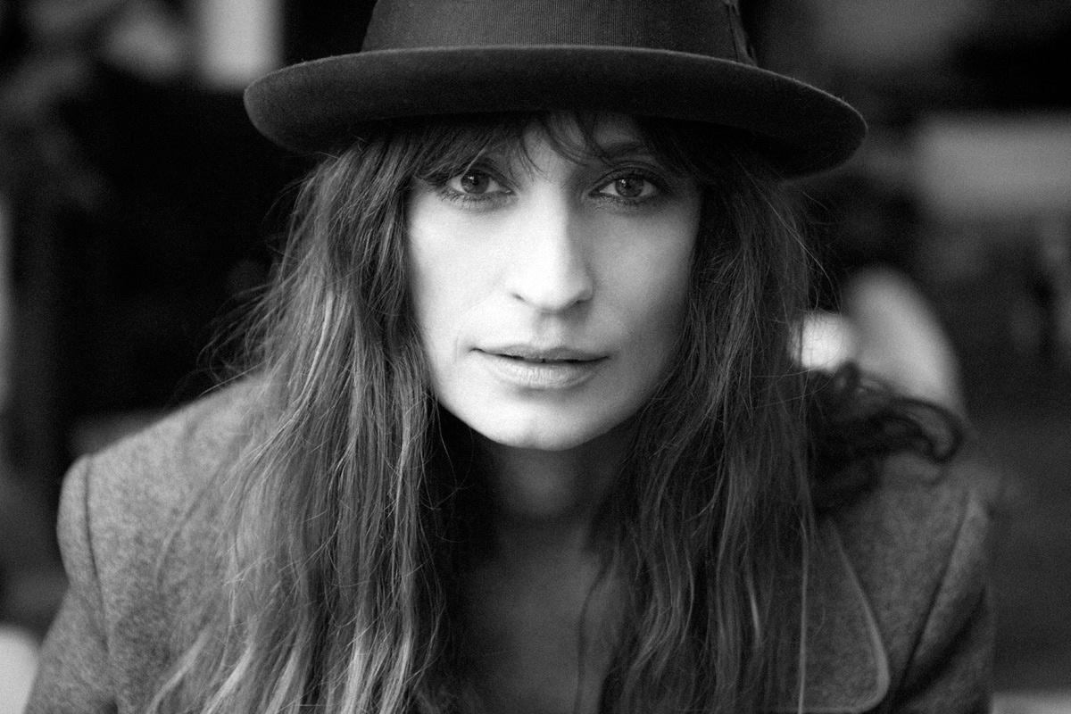 Caroline de Maigret por Alexander Wang e, Vogue España, hoy. (ver galería completa en el link consignado arriba de las dos últimas imágenes)