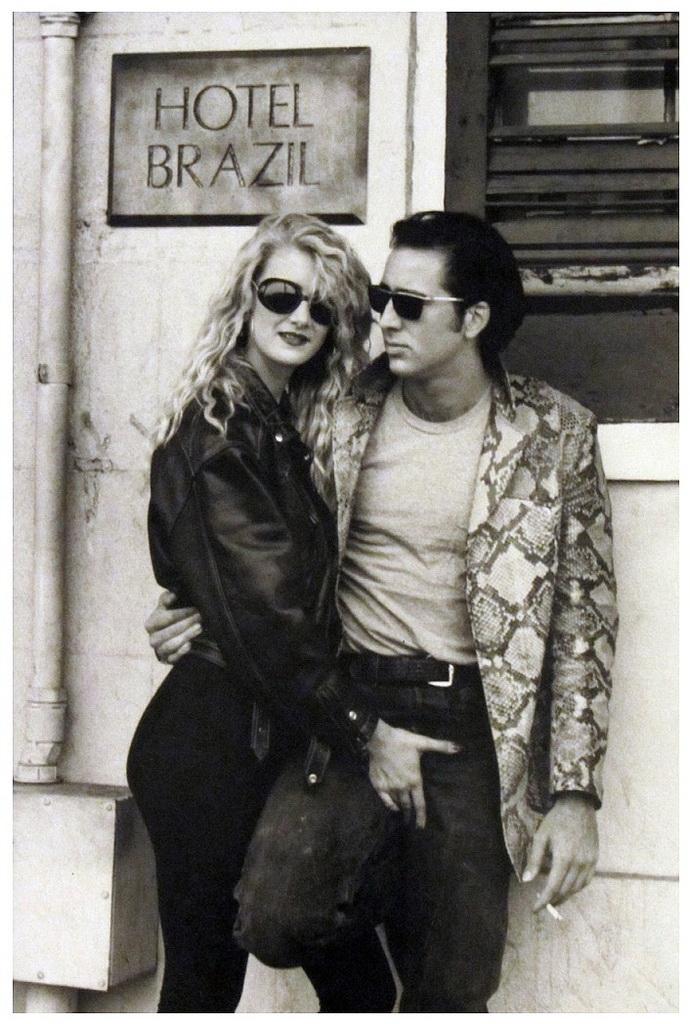 """Laura Dern y Nicolas Cage en foto promocional de """"Corazón salvaje"""", 1990."""