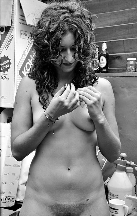 Cata, cuando se le dice por primera vez que luce muy bella, algo que tiene y no tiene que ver con la desnudez. Registro de este viernes 25 de abril 2014. La Plata. Argentina.