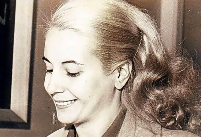 Eva Perón, en su juventud (murió aenas pasados del 30 años), ya casada con el general Perón.