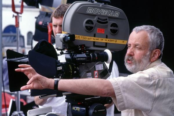 Mike Leigh, veterano cineasta inglés que maneja un realismo cotidiano y emotivo. (de primordiales blogspot)