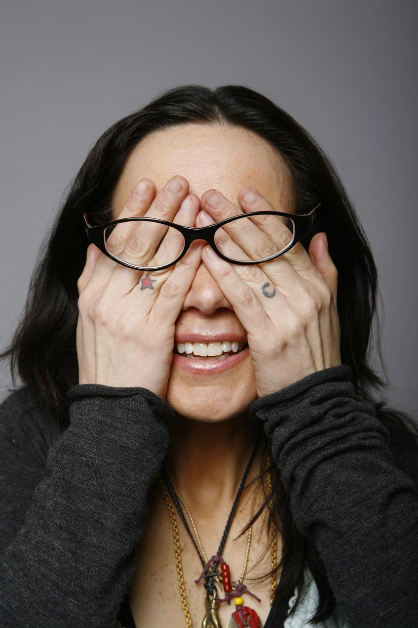 Janeane Garofalo, comediante norteamericana nacida en 1964, en Nueva jersey, cerca de Nueva York. Tiene un programa televisivo que la ha hecho conocida.