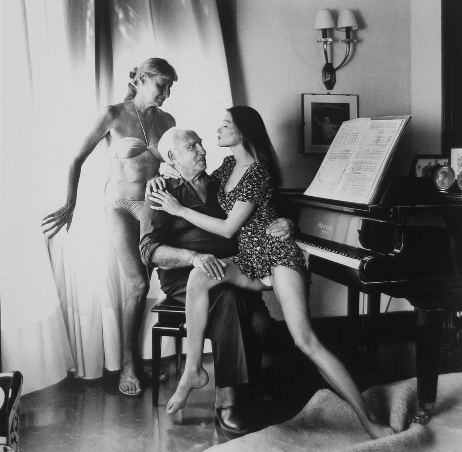 Carla Bruni en fotos con sus padres registrada por el gran HELMUT NEWTON