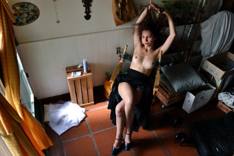 Amilcar Moretti, 2014. Su modelo castigida con la amenaza de desocupación por hacer el mismo trabajo que Carla Bruni.