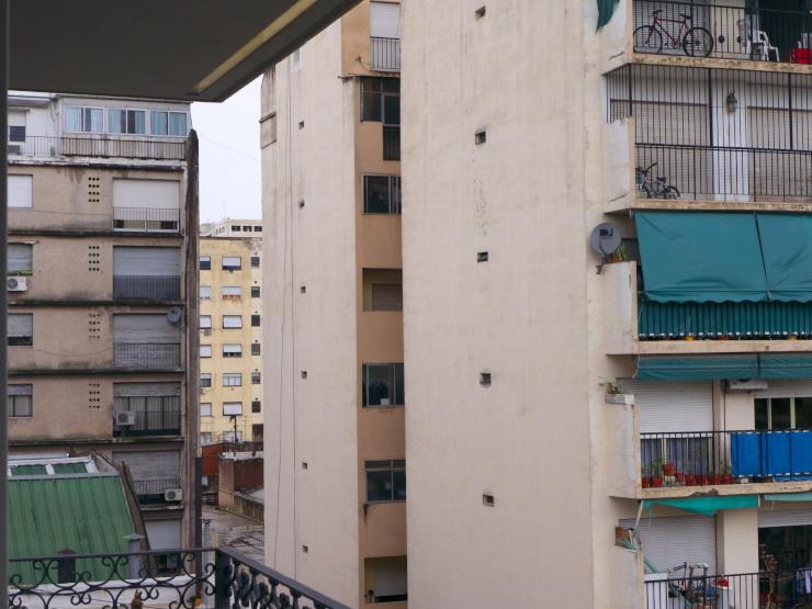 Sobre calle Tacuarí. Desde estos edificios espían. ¿Siempre listos para denunciar? Setiembre 2014. Bs. Aires.