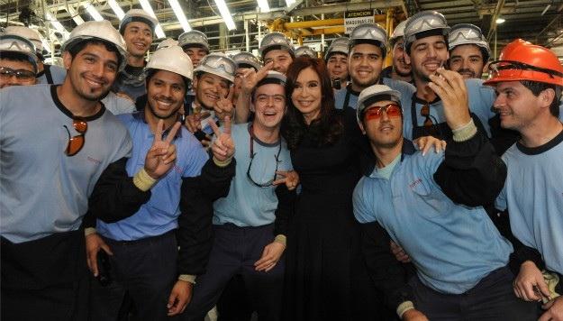 Cristina con los nuevos obreros.