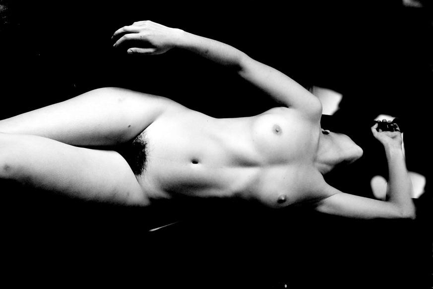 AMILCAR MORETTI. 25 noviembre 2014-registro 2 de noviembre 2011, en tercera sesión de fotografía de autor en desnudo femenino con modelo Melissa Romero. Argentina.