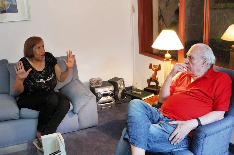"""Lohana Berkins (izq.), militante travesti, y Eduardo """"Tato"""" Pavlovsky (derecha), los intelectuales y el gobierno."""