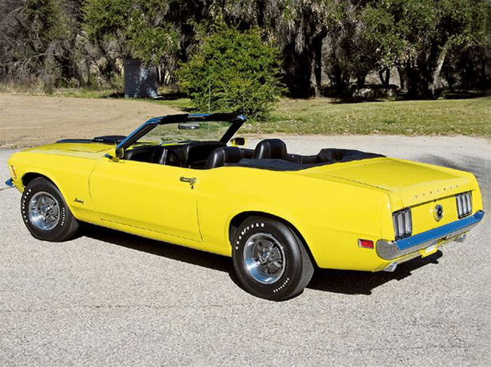 Mustang 1970 convertible Super Cobra. De: http://www.mustangandfords.com/featured-vehicles/mump-0607-1970-ford-mustang-428-super-cobra-jet-convertible/photo-gallery/#4