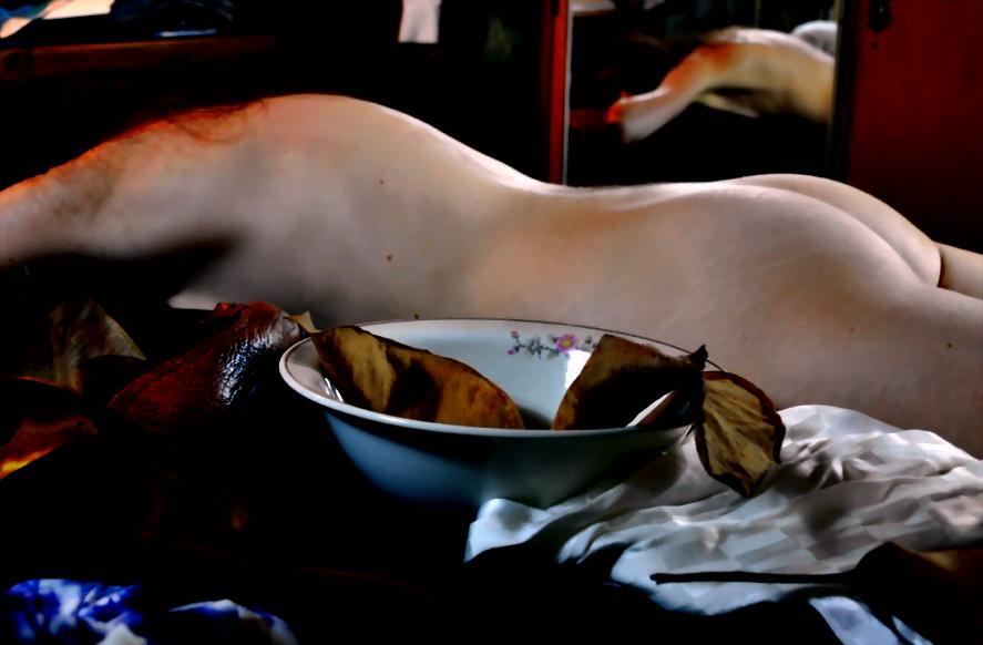 NATURALEZA MUERTA.Una mujer en su joven madurez descansa en la mañana del 1 de mayo. 2015. Argentina.