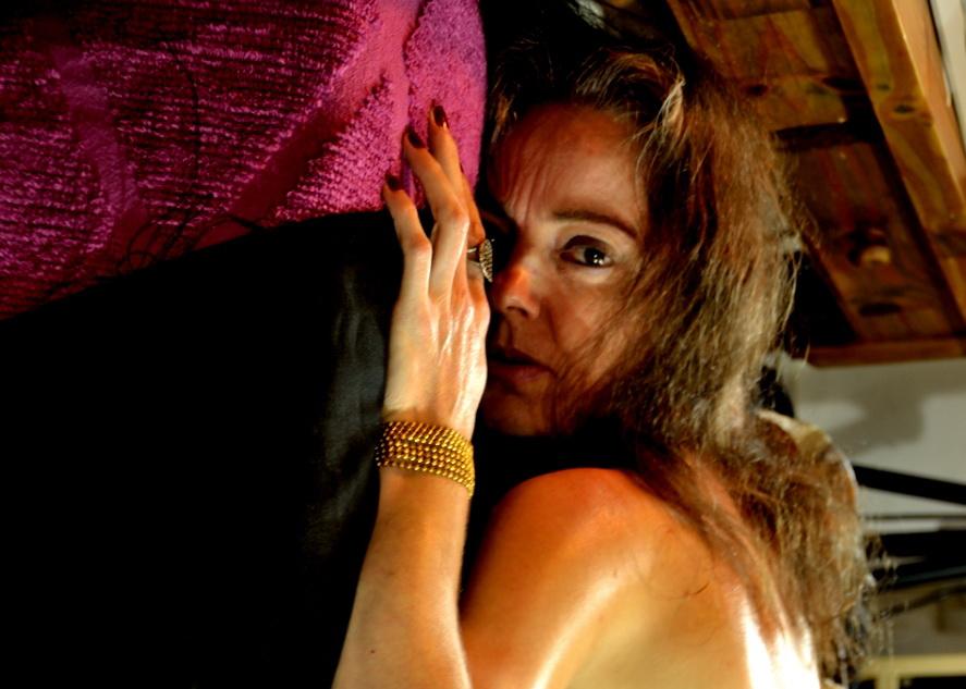 Mujer, mañana del 1 de Mayo 2015, Día del Trabajador en la Argentina del 2015. Argentina.