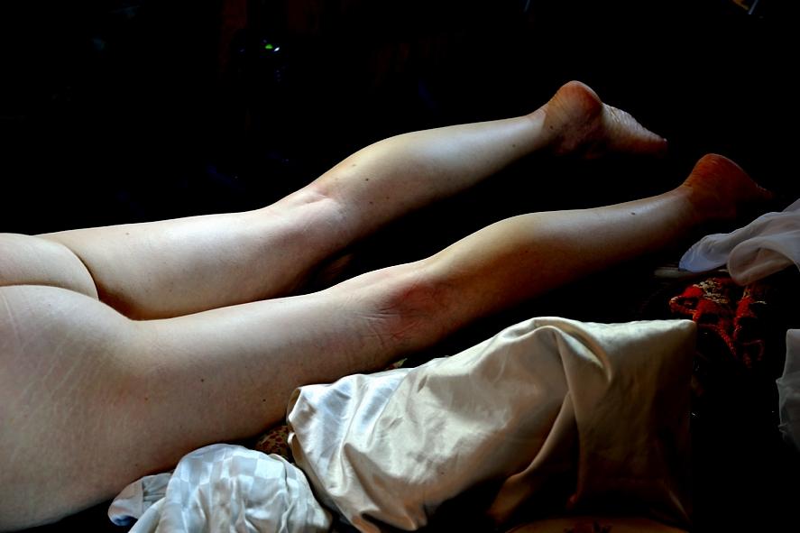 Bodegón con mujer desnuda que palpita en la mañana del 1 de Mayo. 2015. Argentina. Foto por AMILCAR MORETTI