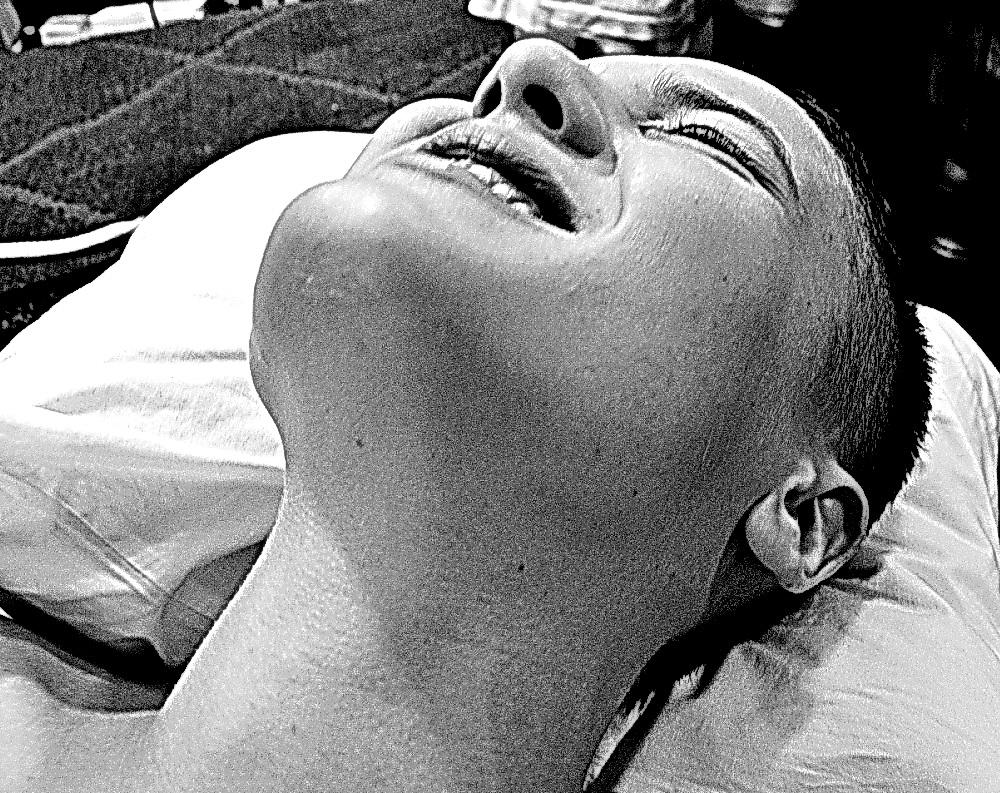 Un torrente que cuando se lanza no deja nada en pie, todo se desvanece. Única, bella, irresistible, vital, inagotable: Mari Flor D. Foto por AMILCAR MORETI. 20 de julio 2015, ed. Argentina.