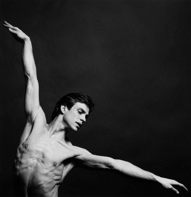 """Robert Mapplethorpe, más """"cñásico"""" en su registro de la anatomía en ballet."""