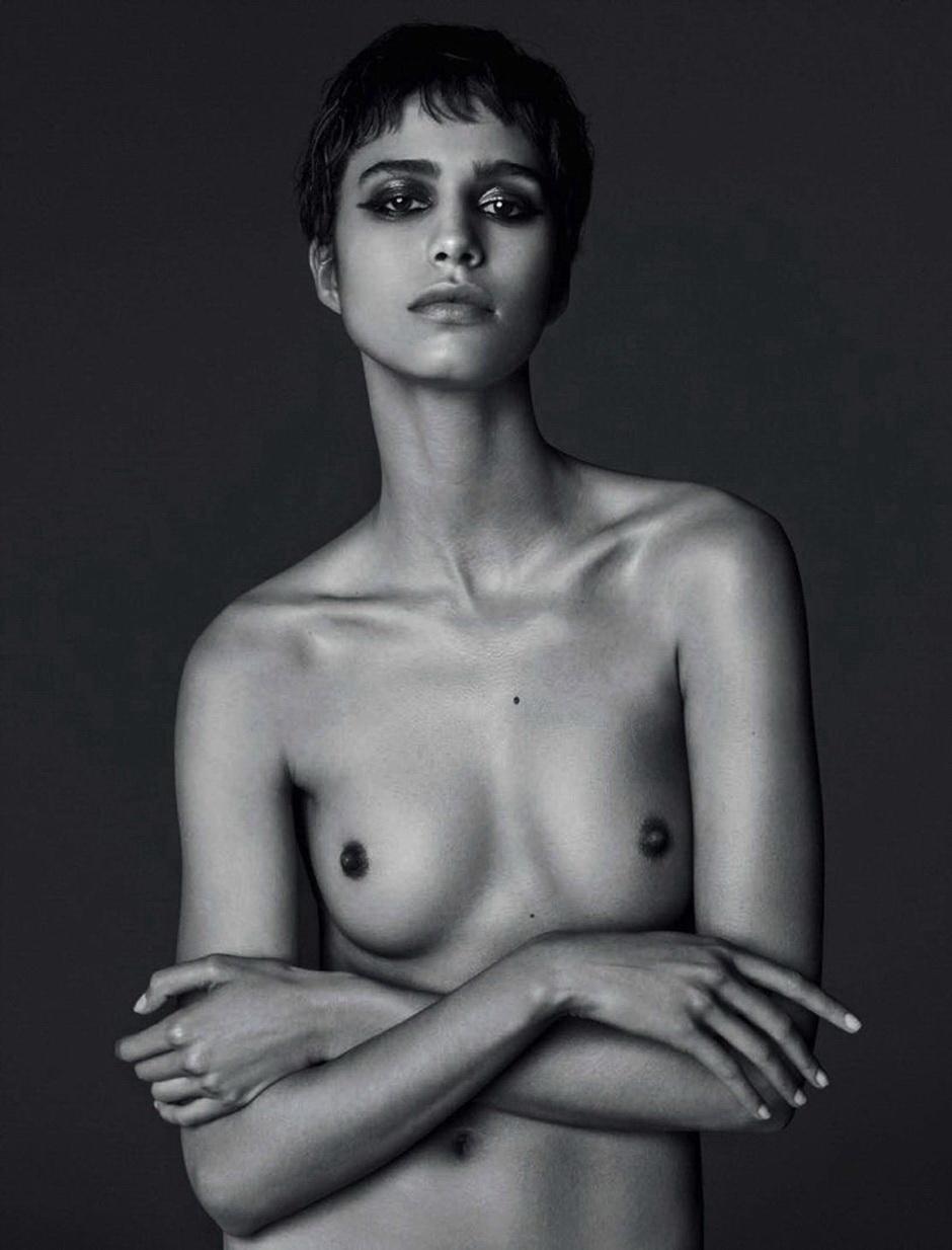 Mica Argañaraz, muchacha argentina, se desnuda para Vogue Italia. Supermodelo en sus primeros pasos en Europa. Figura de Givenchy.