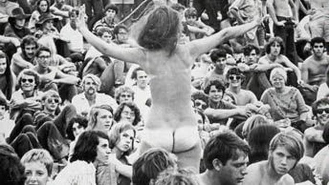 1968: desnudo hippie festival de Woodstock, en estados Unidos.