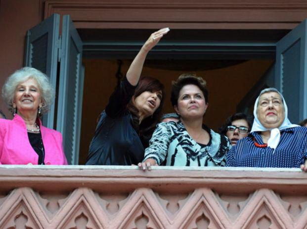 Hebe de Bonafini (der.); Dilma Rousseff, presideta de Brasil, Cristina Fernández de Kirchner, y Estela de Carlotto, en el Congreso Nacional.
