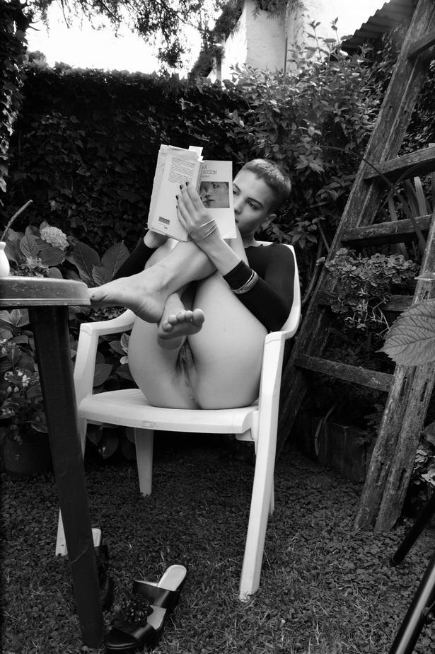 """AMILCAR MORETTI. """"La seducción"""", el libro del filósofo francés JEAN BAUDRILLARD, en mi vieja traducción de las Ediciones Cátedra, de Madrid. 8 diciembre 2015."""