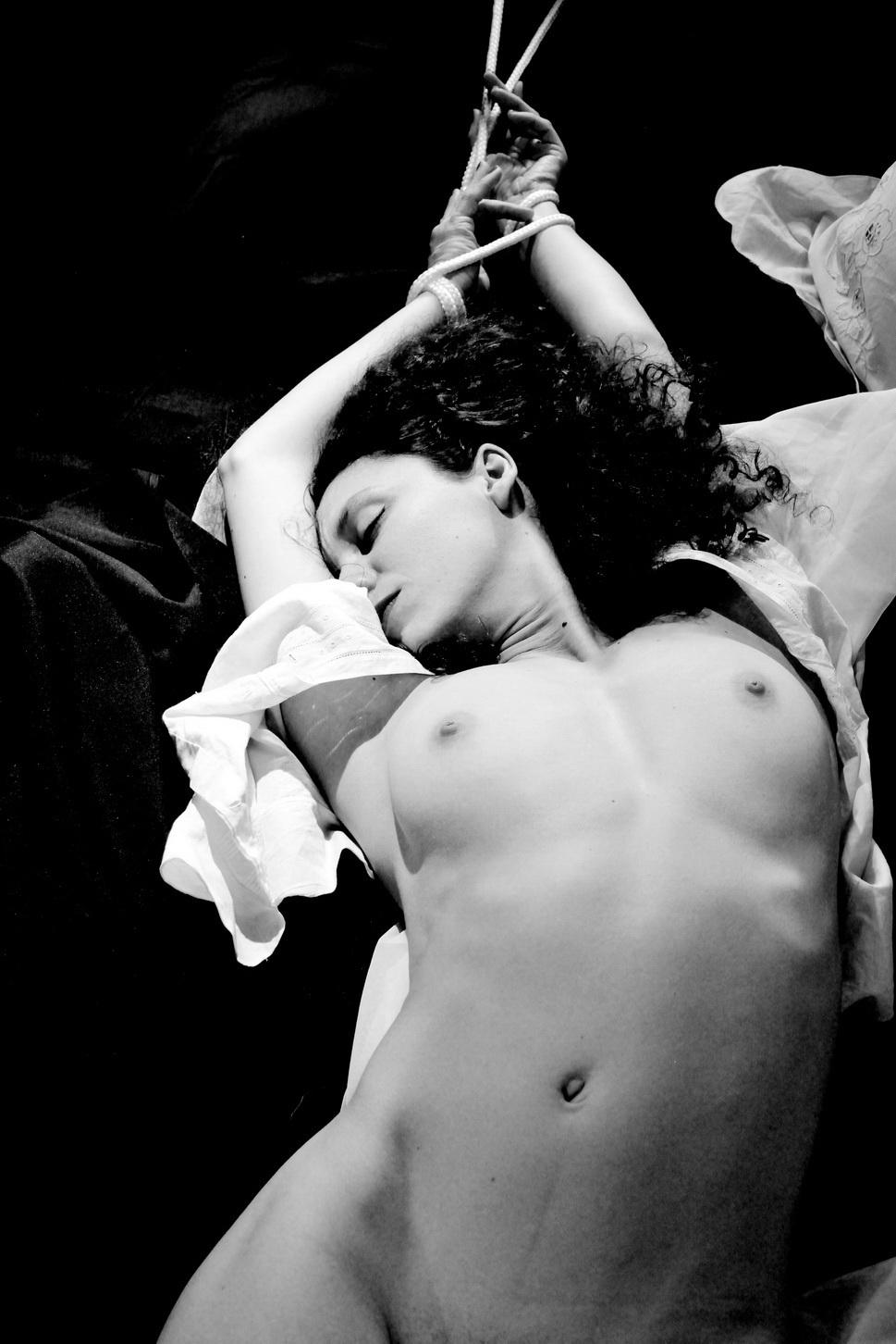 AMILCAR MORETTI. Sábado 9 de enero 2016, medianoche. Modelo: Aurélie Meninnger. Argentina.