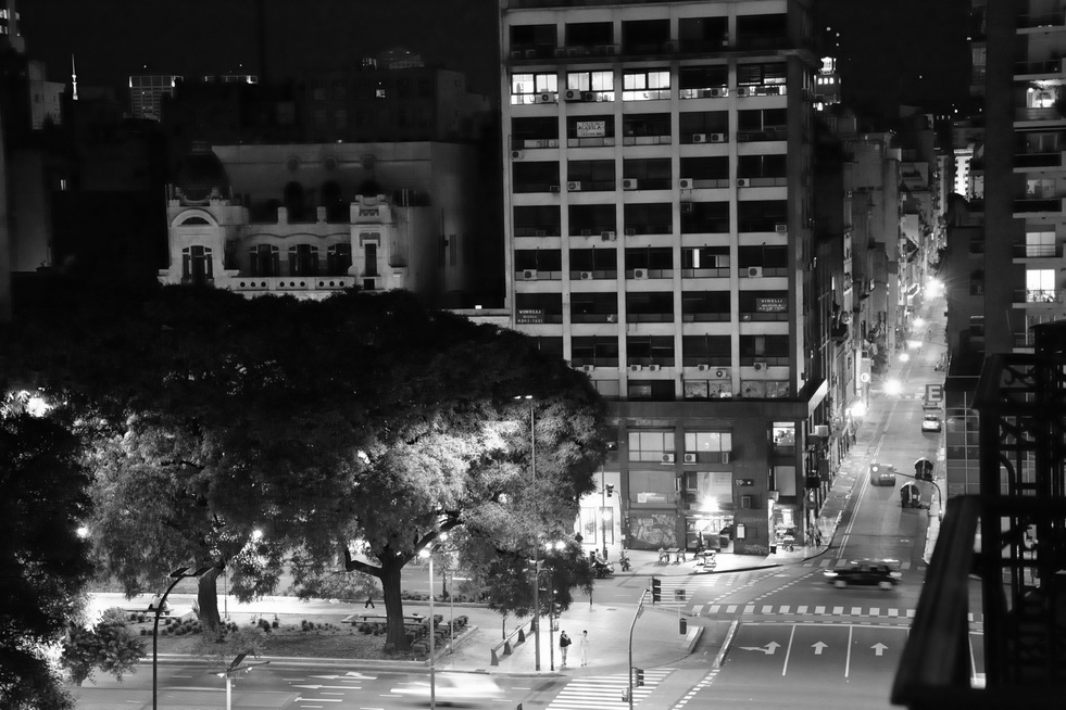 Avenida 9 de Julio en calle Alsina, desde suite HOTEL HTL 9 de Julio, por AMILCAR MORETTI. 7 enero 2016. Buenos Aires.