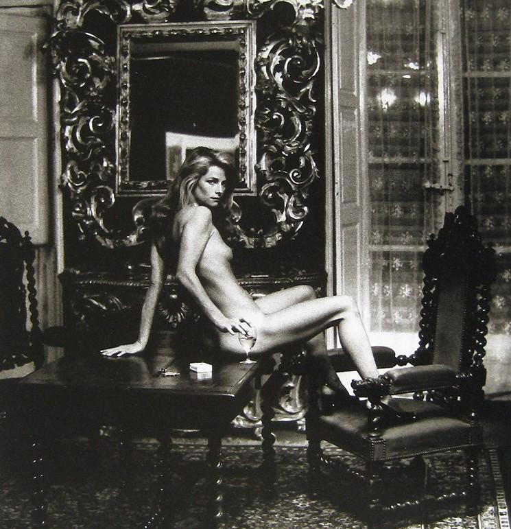 HELMUT NEWTON fotografía a Charlotte Rampling en la plenitud de su belleza. En 1974, Hotel Nord Pinus II.