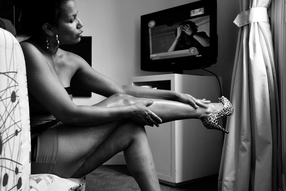 AMILCAR MORETTI con su mirada en la preperación de la escultura: Dorca Mármol. Imagenes tomada en suite de un prestigioso hotel ubicado en la Avenida 9 de Julio y la calle Alsina de Buenos Aires Ciudad. 2016.