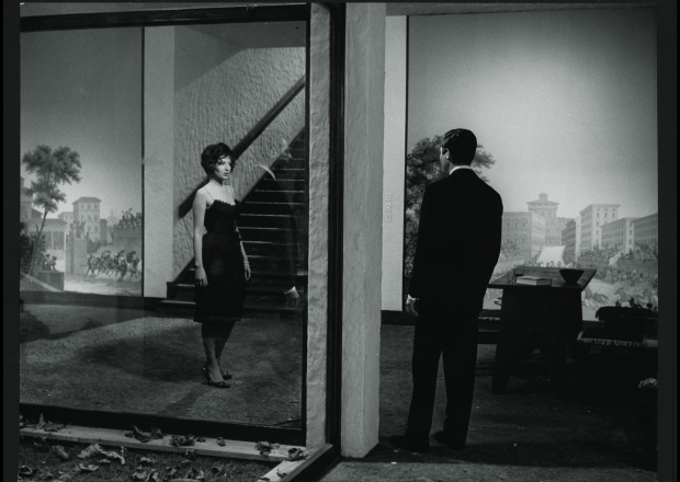 """Escena con Monica Vitti, esposa de Antonioni, y Marcello Mastroianni, de """"La Notte""""."""
