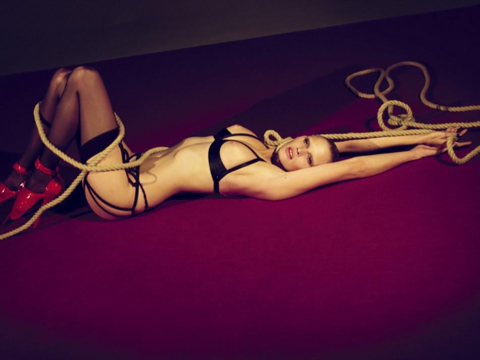 LARA STONE, otra gran supermodelo internacional por Merc Alas y Marcus Piggot, para INTERVIEW MAGAZINE