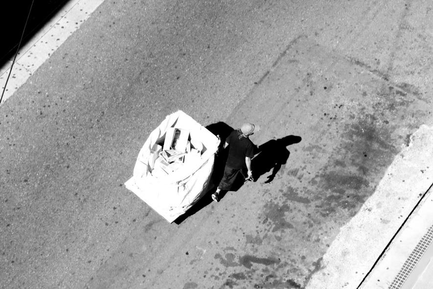 AMILCAR MORETTI. Cartonero. Calle México 840, San Telmo, BUENOS AIRES. A las 14 horas del 24 de diciembre del 2016