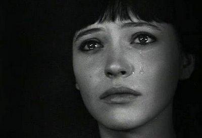 Ana Karina llora