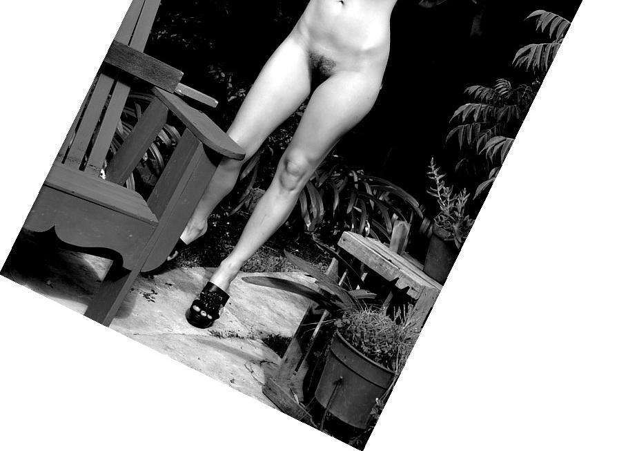 Imagen por AMILCAR MORETTI. Ella: Florencia davidovich. Viernes 28 de febrero del 2014. PRIMERA PARTE DE LA QUINTA ENTREGA dedicada al baño en el parque, sustituto del bosque y lago clásicos de la pintura renacentista, neoclásica y barroca. Sábado 19 de febrero 2017. La Plata. Argentina.