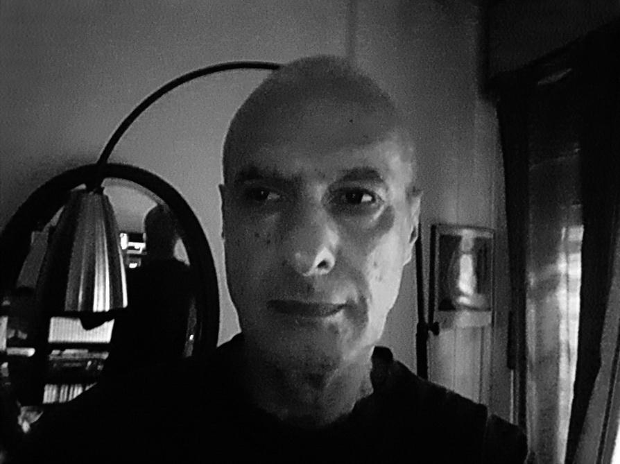 AMILCAR MORETTI. Autorretrato, selfie. Celular Galaxy J7. Abril 2017, CIUDAD CHORONGA.