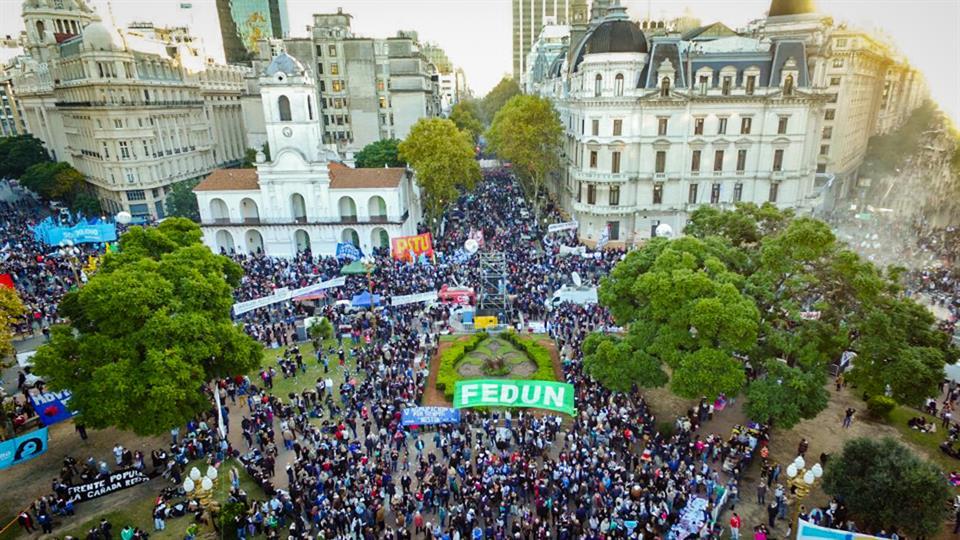 Marcha No al 2 por 1 en PLAZA DE MAYO DE BUENOS AIRES. MEDIO MILLÓN DE PERSONAS, OTRAS VEZ. Foto de Emiliano Lasalvia. La Nación.